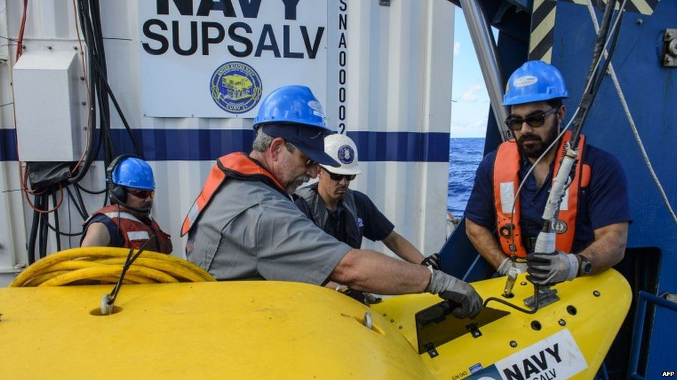 US Navy contractors depart from Virginia on 19 October to work on the El Faro search