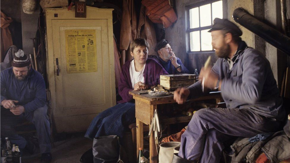 Election campaign, visiting a fisherman's hut in Lobbe on the island of Ruegen, Mecklenburg-Vorpommern in November 1990