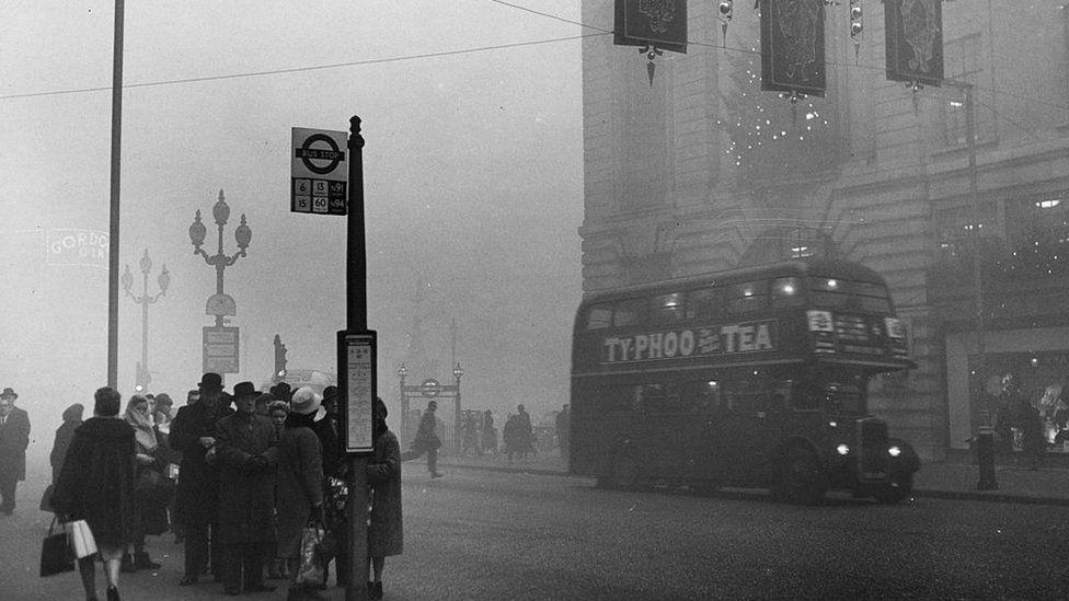 London in smog, 1962