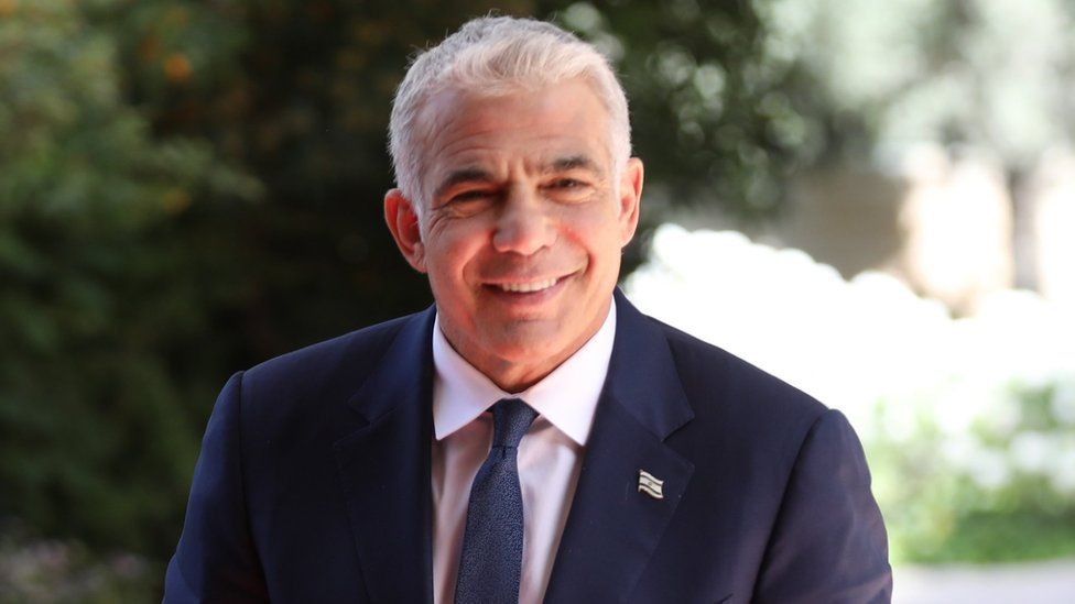 Yair Lapid arrives at Israeli President Reuven Rivlin's residence in Jerusalem (5 May 2021)