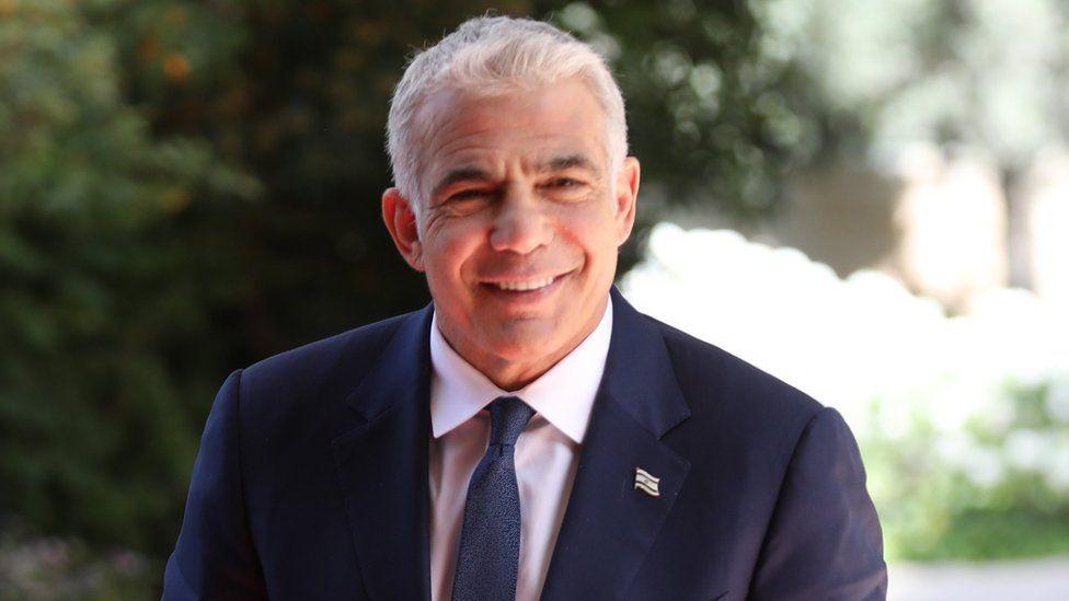 Yair Lapid arrives at Israeli President Reuven Rivlin's residence in Jerusalem (5 May 2021)