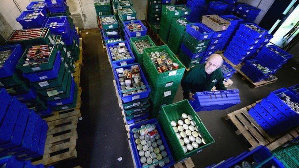 Volunteer in food bank