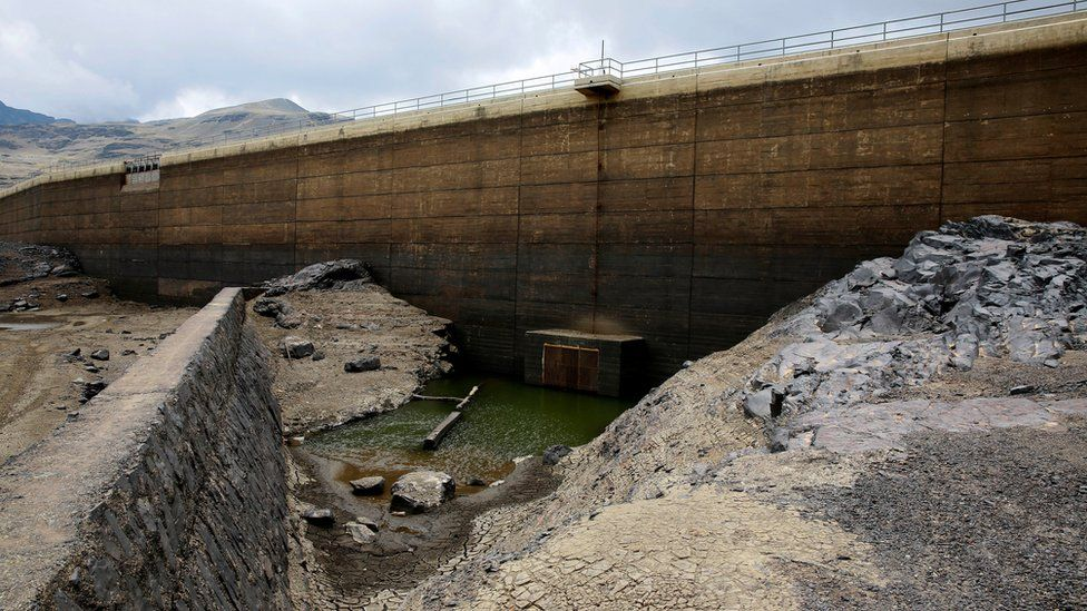 A view of the dried Ajuan Khota dam, a water reserve affected by drought near La Paz, Bolivia, November 17, 2016.