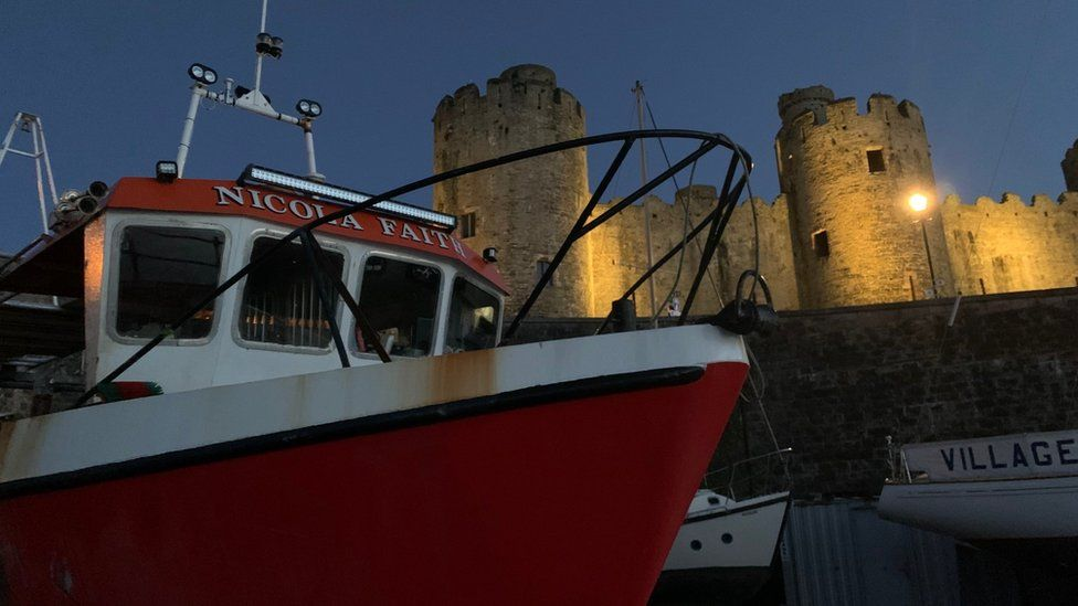 The Nicola Faith boat in front of Conwy Castle