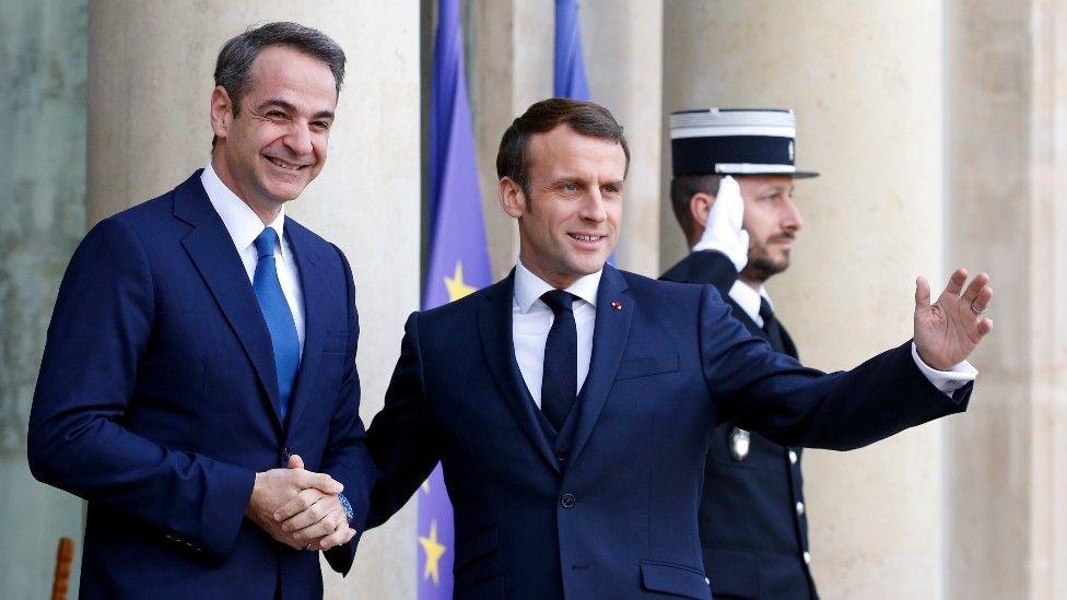El primer ministro griego Kyriacos Mitsotakis y el presidente francés Emmanuel Macron.