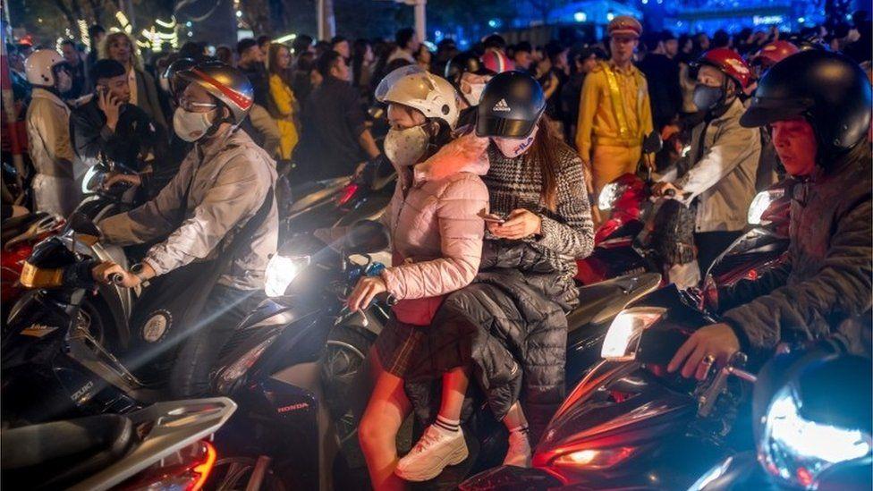 Crowds on motorbikes in Danang, Vietnam (Jan 2019)
