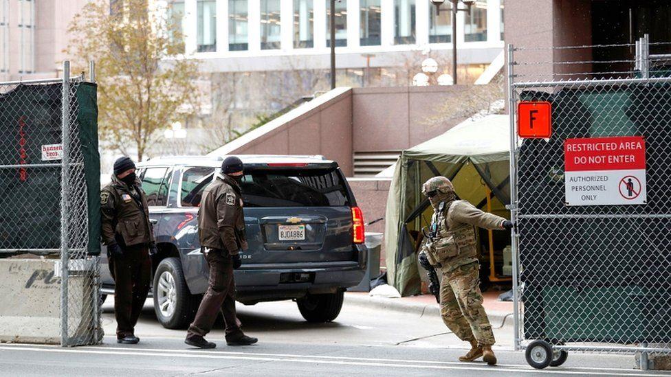 George Floyd: US city on edge as jury deliberates Chauvin verdict thumbnail