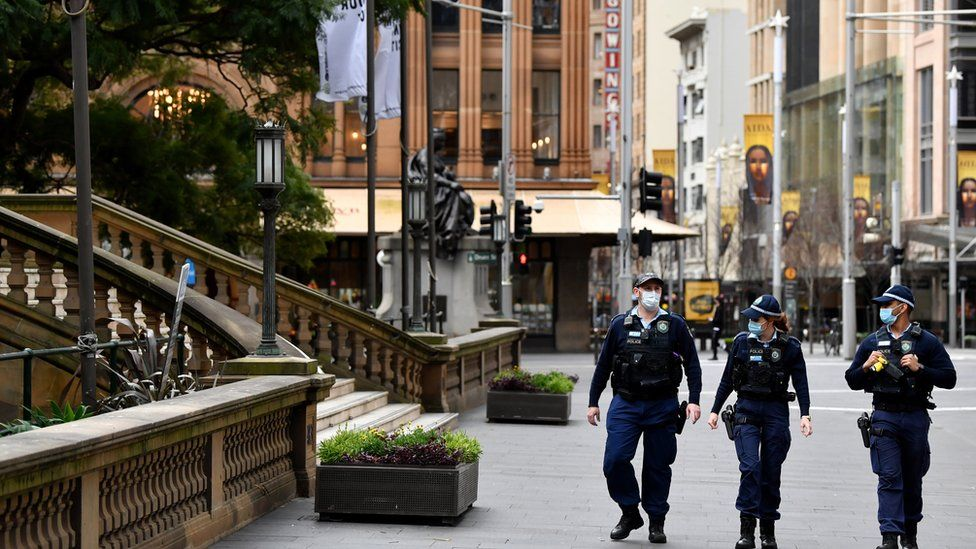 Covid: Sydney extends lockdown as other Australian cities reopen - BBC News