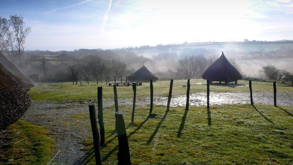 Bryngaer Castell Henllys yn Sir Benfro: Ail gread bryngaer o'r cyfnod