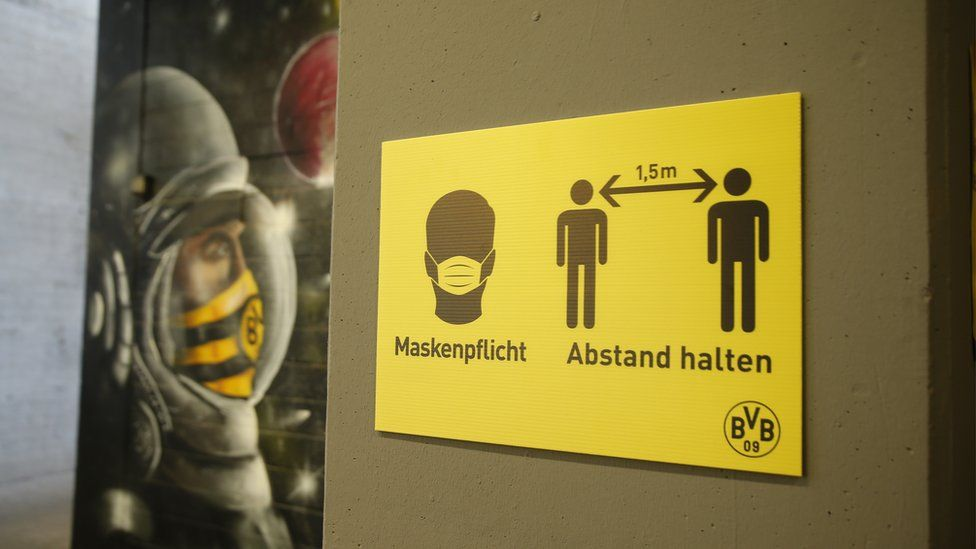 Social distancing sign in Germany