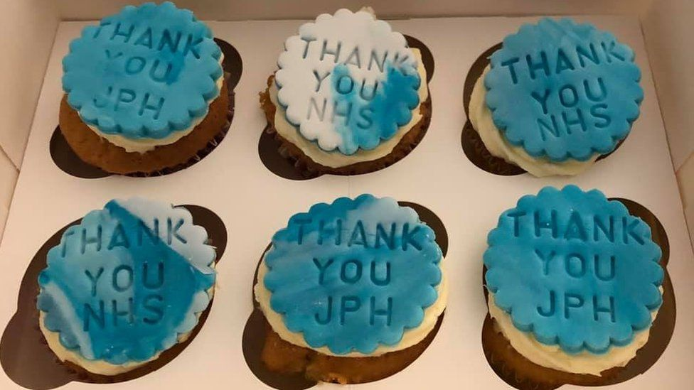 Cakes saying Thank You NHS
