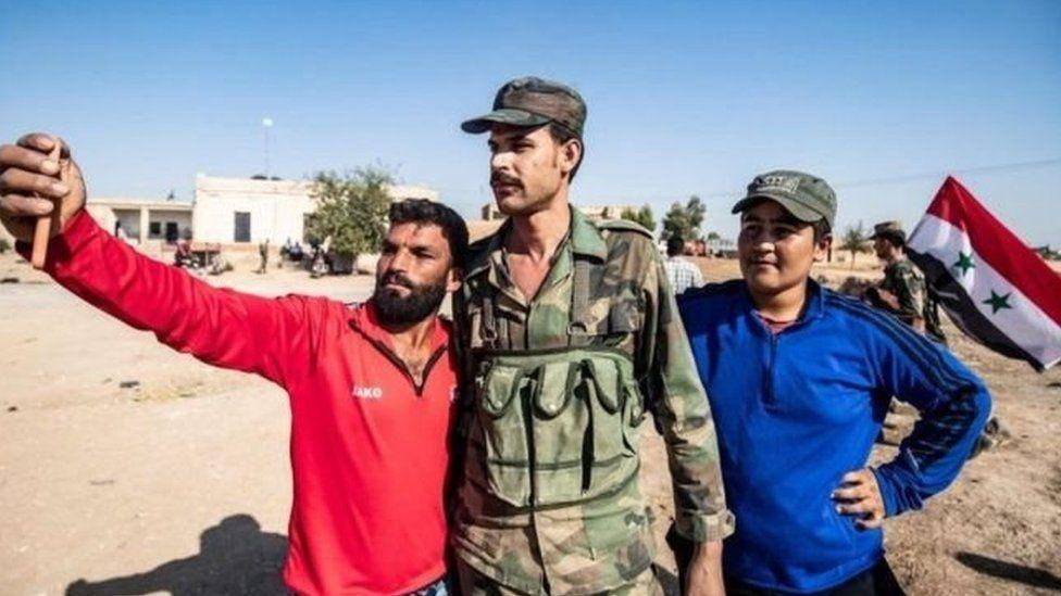 الجيش السوري يتجه شمالا بعد الاتفاق مع الأكراد