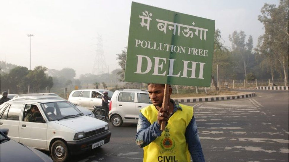 "Indian civil defence volunteers hold placards reading: ""I will make the Delhi pollution free"", at a traffic light during the first day of the implementation of the odd-even scheme for the vehicles in New Delhi, India, 01 January 2016"