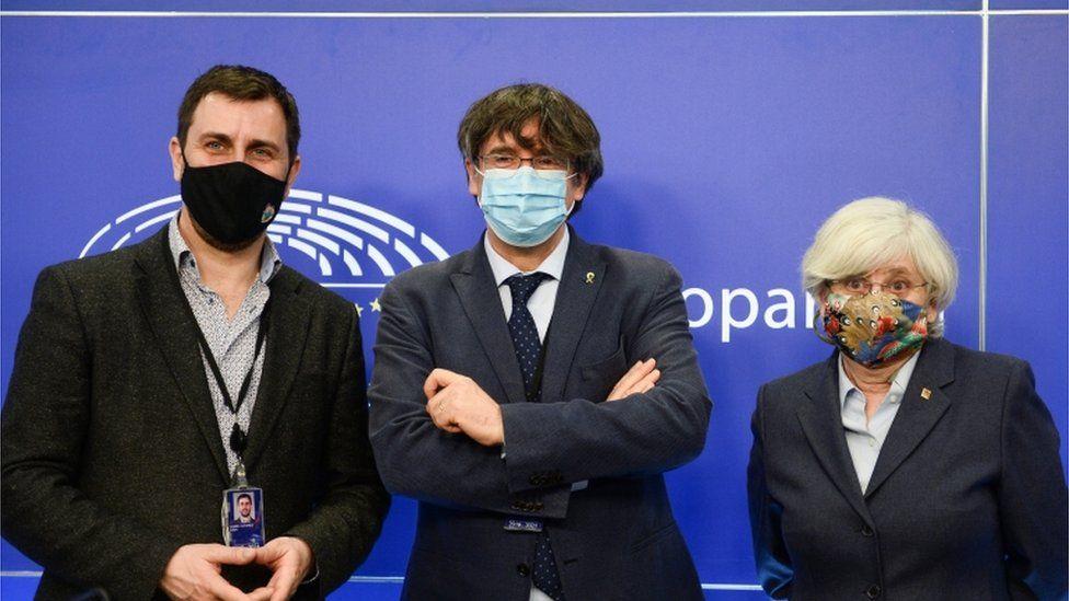 Puigdemont: EU parliament lifts ex-Catalan leader's immunity - BBC News