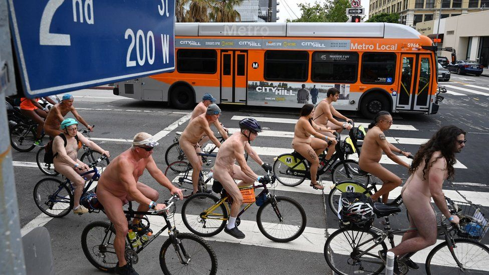 دوچرخه سواران برهنه