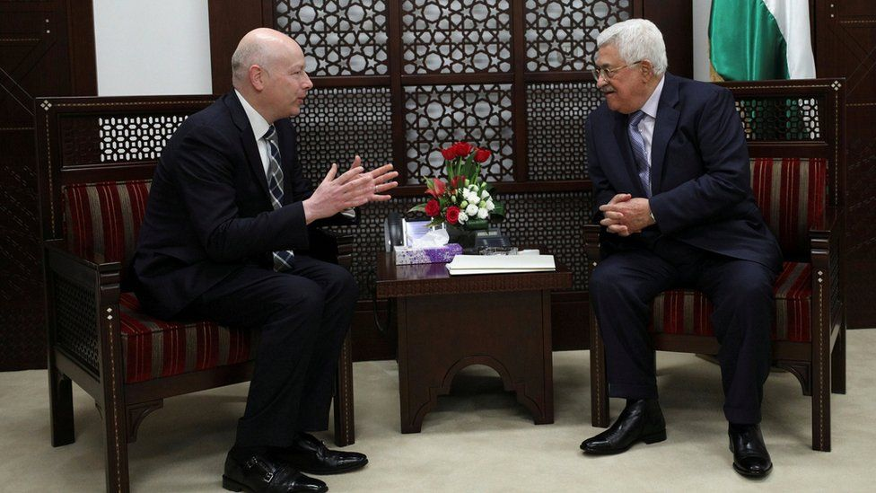 Palestinian President Mahmoud Abbas (R) meets with Jason Greenblatt, US President Donald Trump's international negotiations envoy, in the West Bank city of Ramallah (14 March 2017)