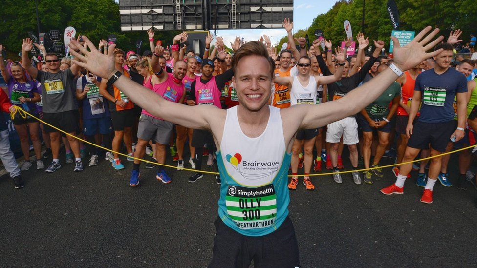 Pop singer Olly Murs at the start line as runners gather behind him