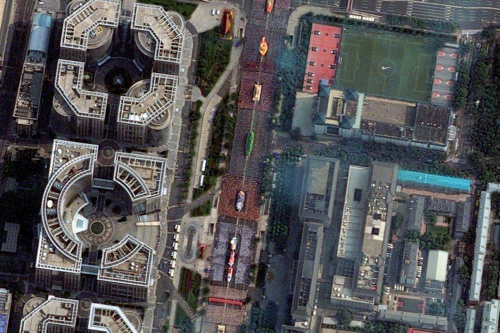 Imágenes satelitales del desfile militar de Pekín el 1 de octubre de 2019.