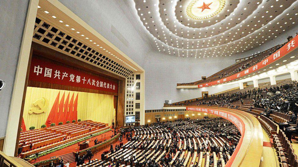 """""""Crisis y caos"""": las duras críticas de China a las """"decadentes"""" democracias occidentales en vísperas del congreso de su Partido Comunista"""