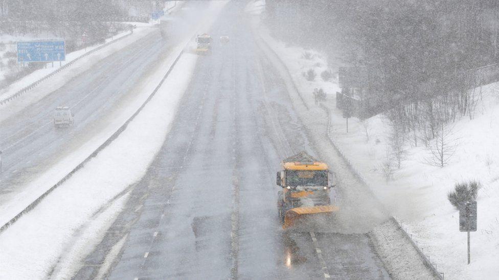 Snow ploughs on M80