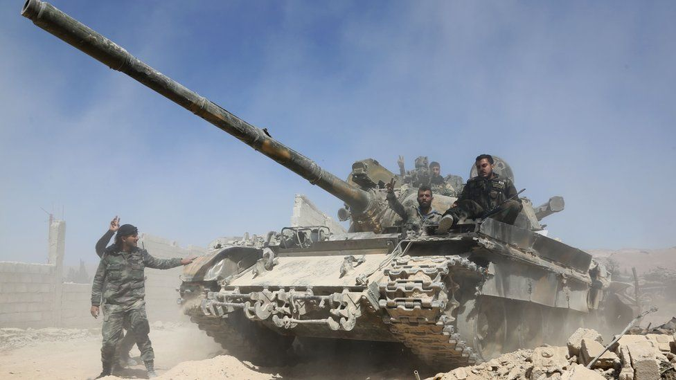 Syrian government tank advances towards rebel-held Douma (7 April 2018)
