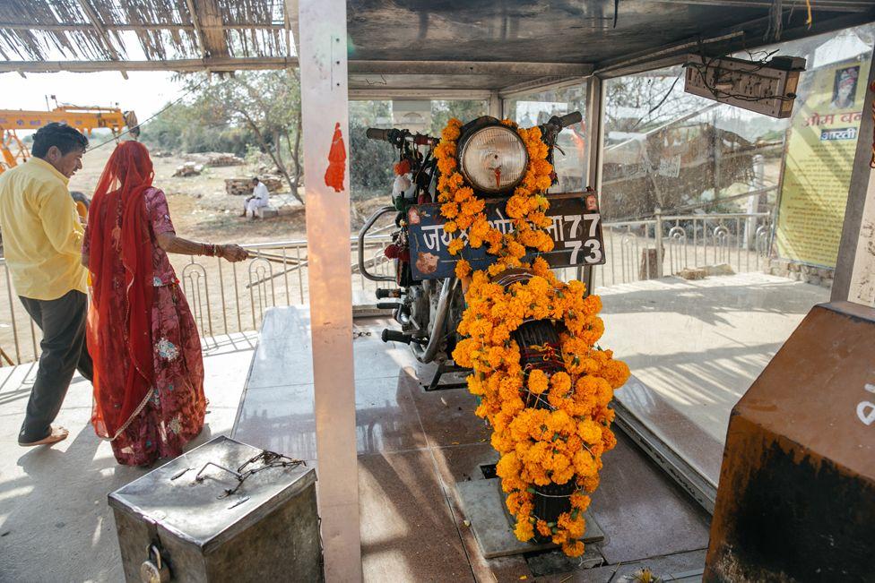 Бог на колесах. Почему в Индии молятся мотоциклу