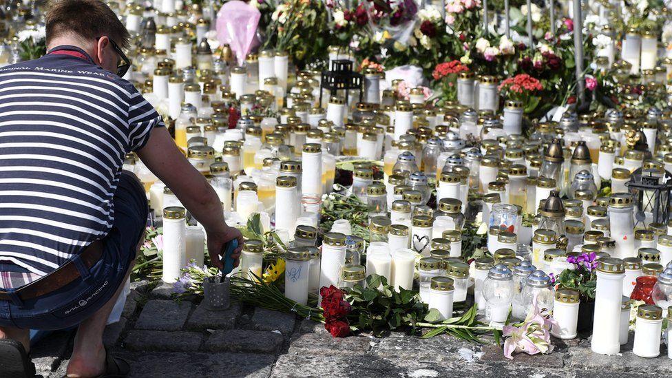 Makeshift memorial in Turku at scene of stabbing, 20 Aug 17