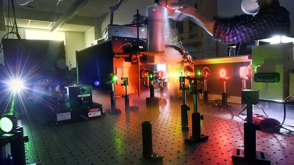 CHASE researchers will use advanced spectroscopic techniques to investigate the conversion of sunlight to storable liquid fuels.