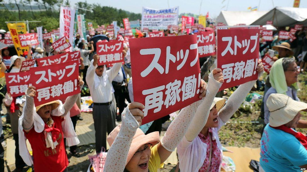 Protesters outside Sendai plant. 10 Aug 2015