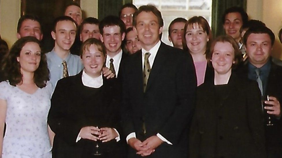 Tony Blair with young Labour members in 2000