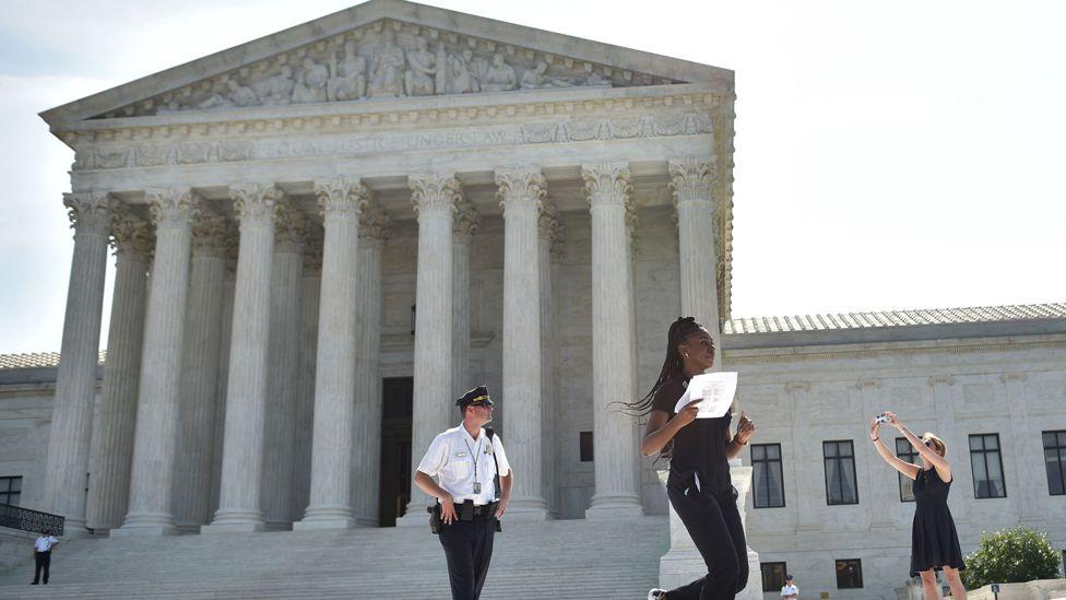 intern runs outside the Supreme Court