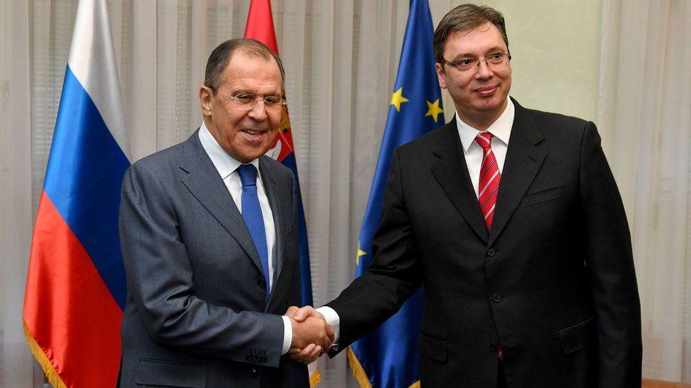 Russian Foreign Minister Sergei Lavrov (L) and Serbian Prime Minister Aleksandar Vucic in Belgrade, 12 Dec 16