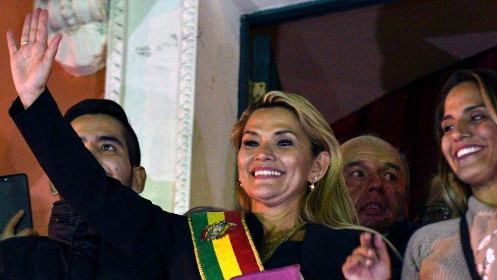 Jeanine Áñez: Bolivya'da kendisini geçici devlet başkanı ilan eden senatör
