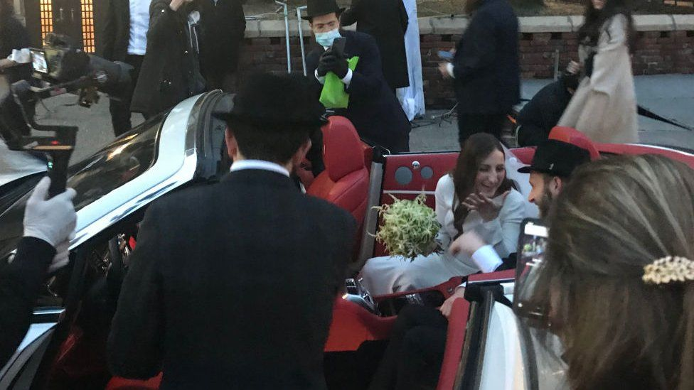 This New York Hasidic Jewish wedding was one of the last before the lockdown - 19 March