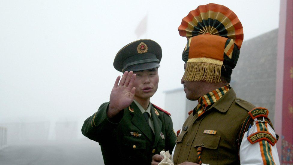 A picture of a Chinese and Indian soldier.