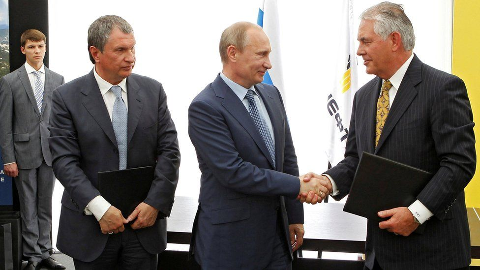 Russia's President Vladimir Putin (C), Rosneft Chief Executive Igor Sechin (L) and Exxon Mobil Chief Executive Rex Tillerson (R) take part in a signing ceremony at a Rosneft refinery in the Black Sea town of Tuapse, Russia June 15, 2012.