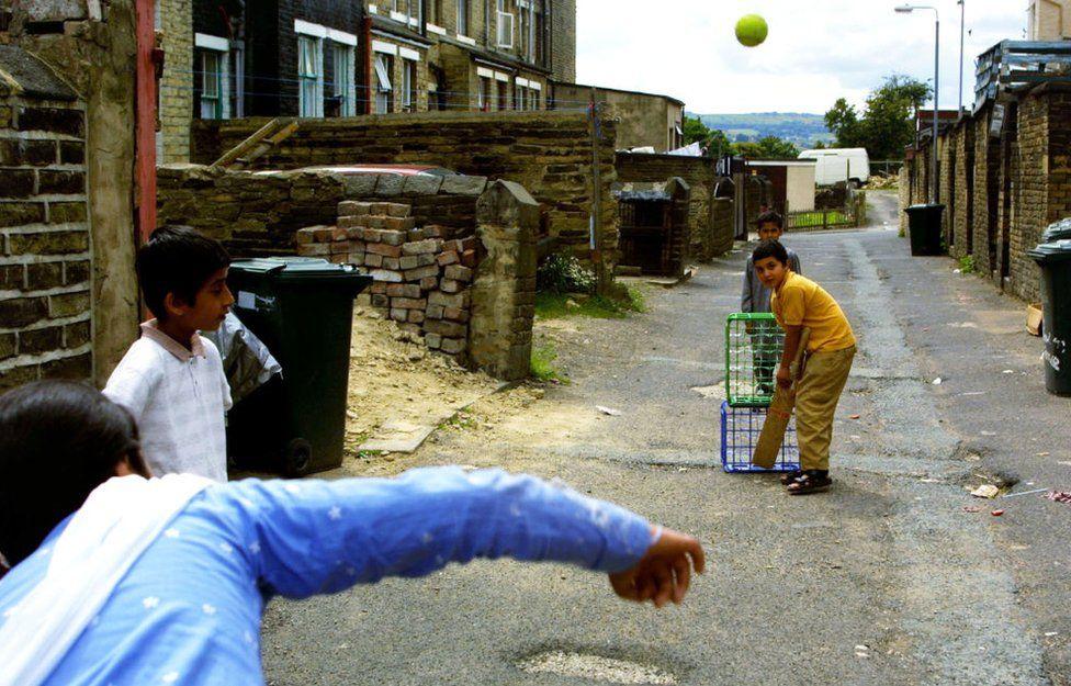 Children playing cricket in Bradford in 2001