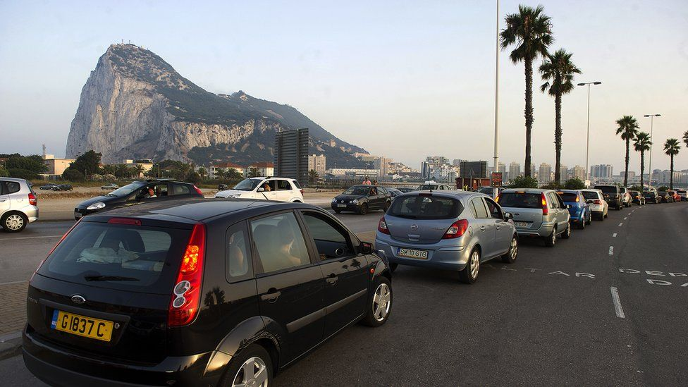 2013: Cars queue up at the border between Spain and Gibraltar