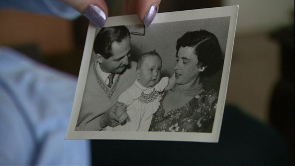 Jacqueline Boronow-Danson as a baby with her parents