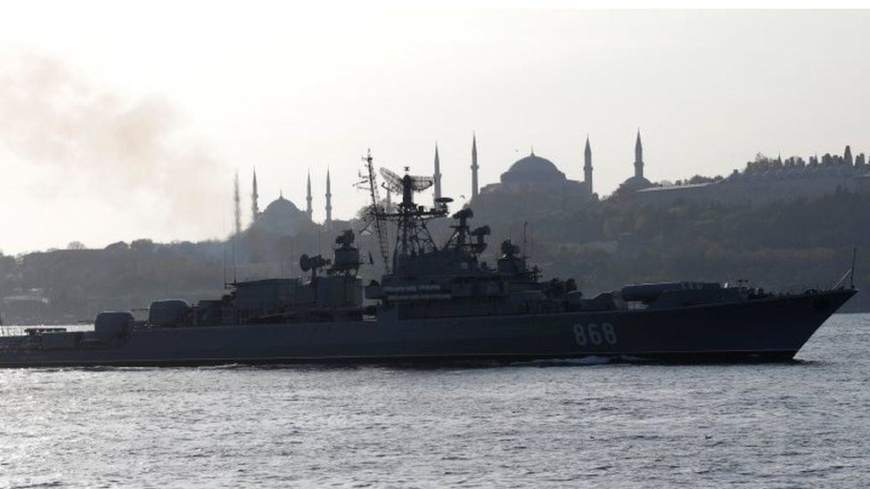 The Russian Navy's frigate Pytlivy sets sail in the Bosphorus, Turkey. Photo: November 2017