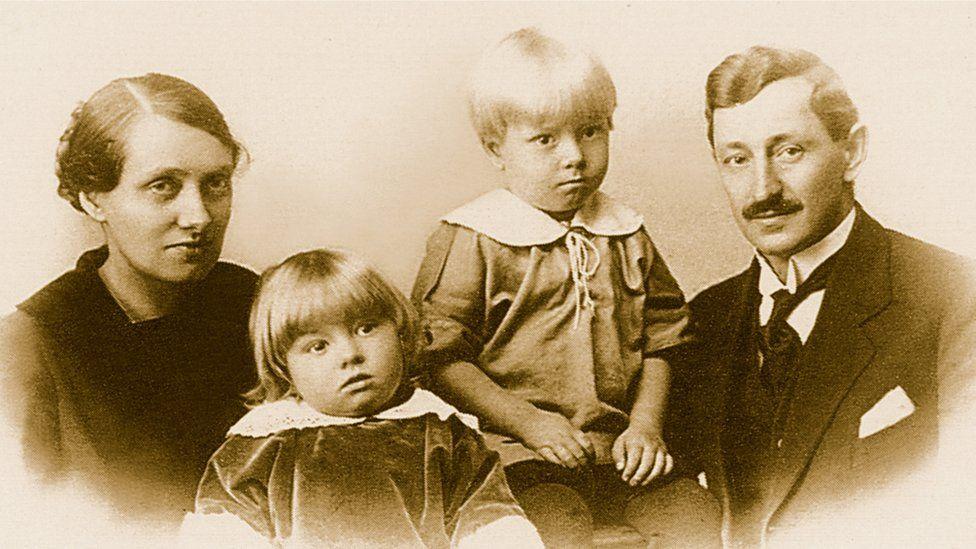 Frida, Gunnar e dois filhos