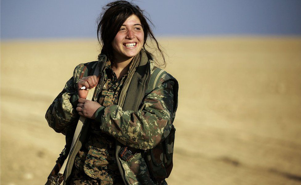 Rojin, a 19-year-old female Arab fighter among the Syrian Democratic Forces (SDF), made up of US-backed Kurdish and Arab fighters, stands in fatigues carrying a machine gun near the village of al-Torshan, 20 km on the outskirts of Raqqa on February 6, 2017