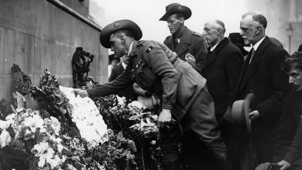 An Australian soldier lays a wreath at the Cenotaph in London on Anzac Day, circa 1920
