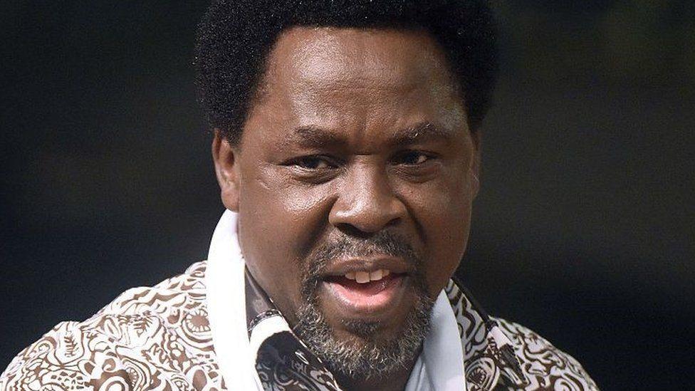 TB Joshua: Nigerian televangelist buried in Lagos thumbnail