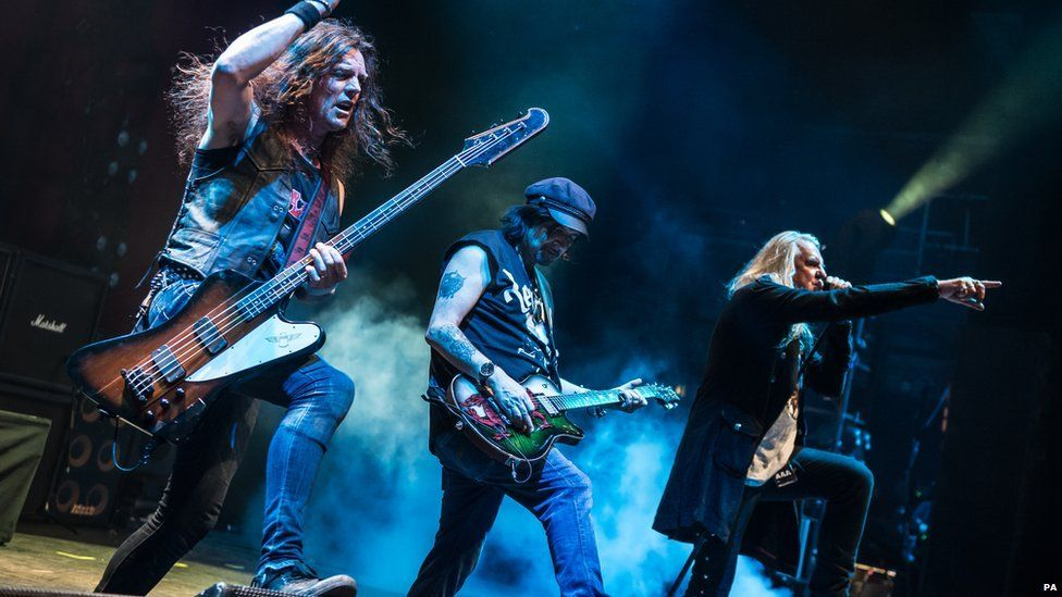 Saxon and Motorhead pay tribute to Lemmy