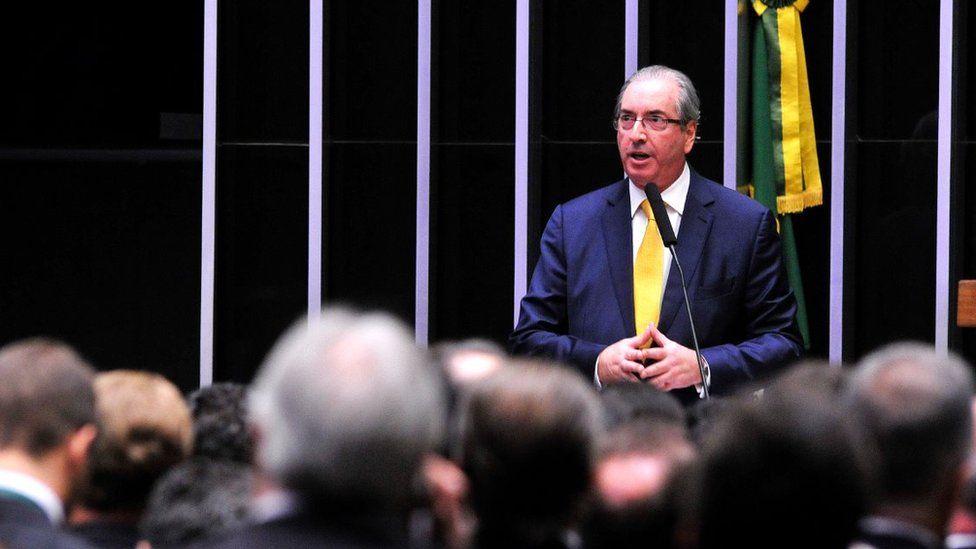 Futebol, chinelada e isolamento: os dias discretos de Cunha antes da prisão
