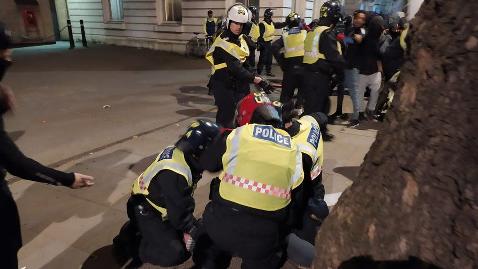 Police clashes with protestors on Downing St