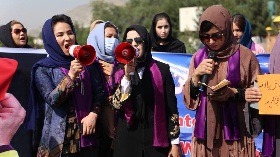 Afghanistan: Taliban break up women's rights protest in Kabul thumbnail