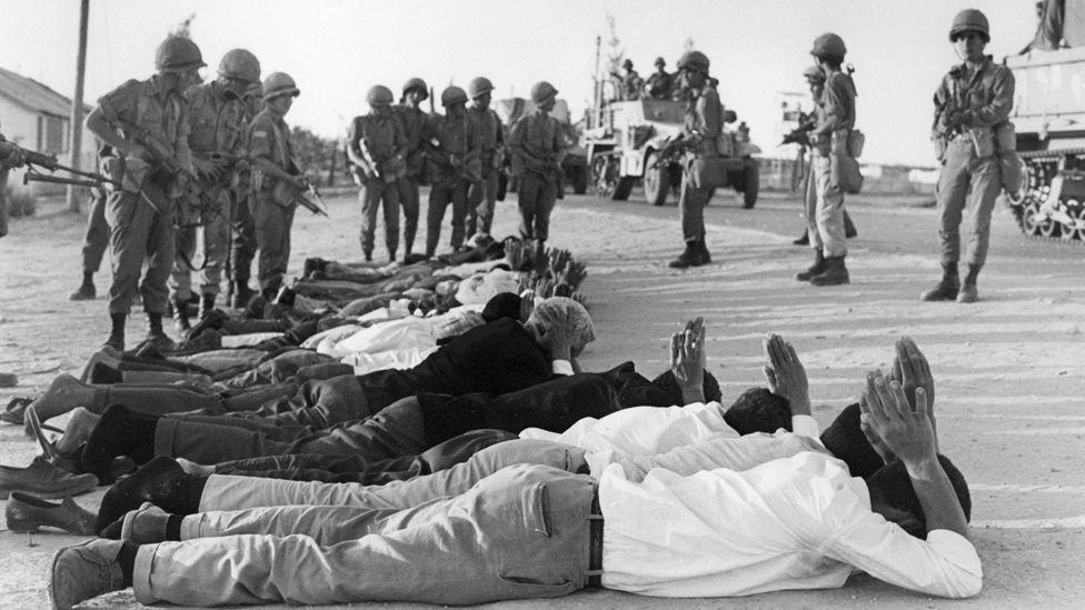 Batı Şeria'da 1967'de İsrail askerlerine teslim olan Filistinliler