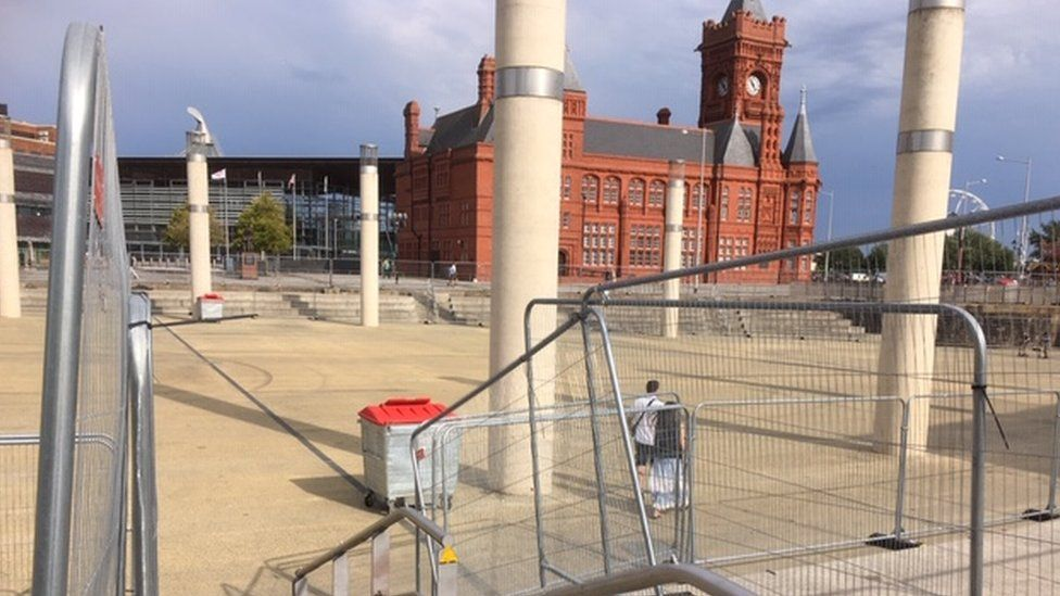 Barriers and bins at Cardiff Bay